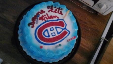 Le gateau de 5e anniversaire a Milou. Il vient du Dairy Queen et c'est vraiment le best gâteau de flos que j'ai mangé de ma vie.